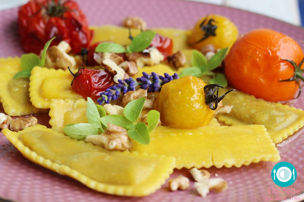 Raviolini mit Ofen-Tomaten und Walnüssen